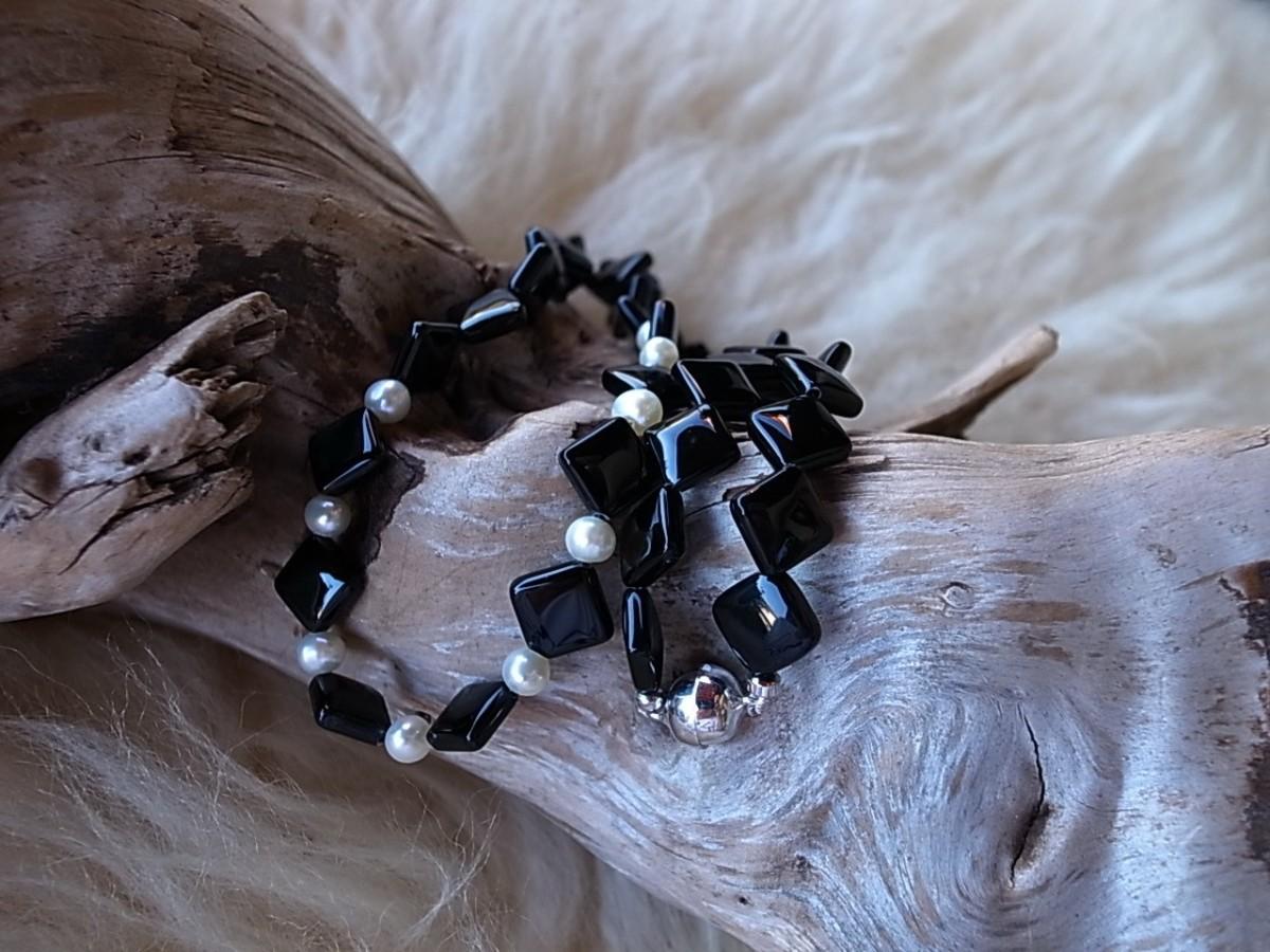 Halskette Onyx eckig mit Perlen und Magnetverschluss, Länge 50cm, CHF 52.00