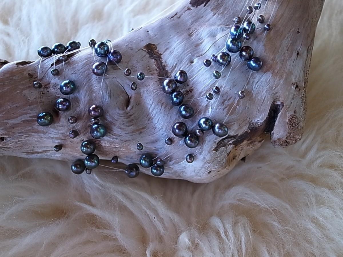 Halskette Süsswasserperlen auf Silch, mehrfach verschieden lang, CHF 38.00