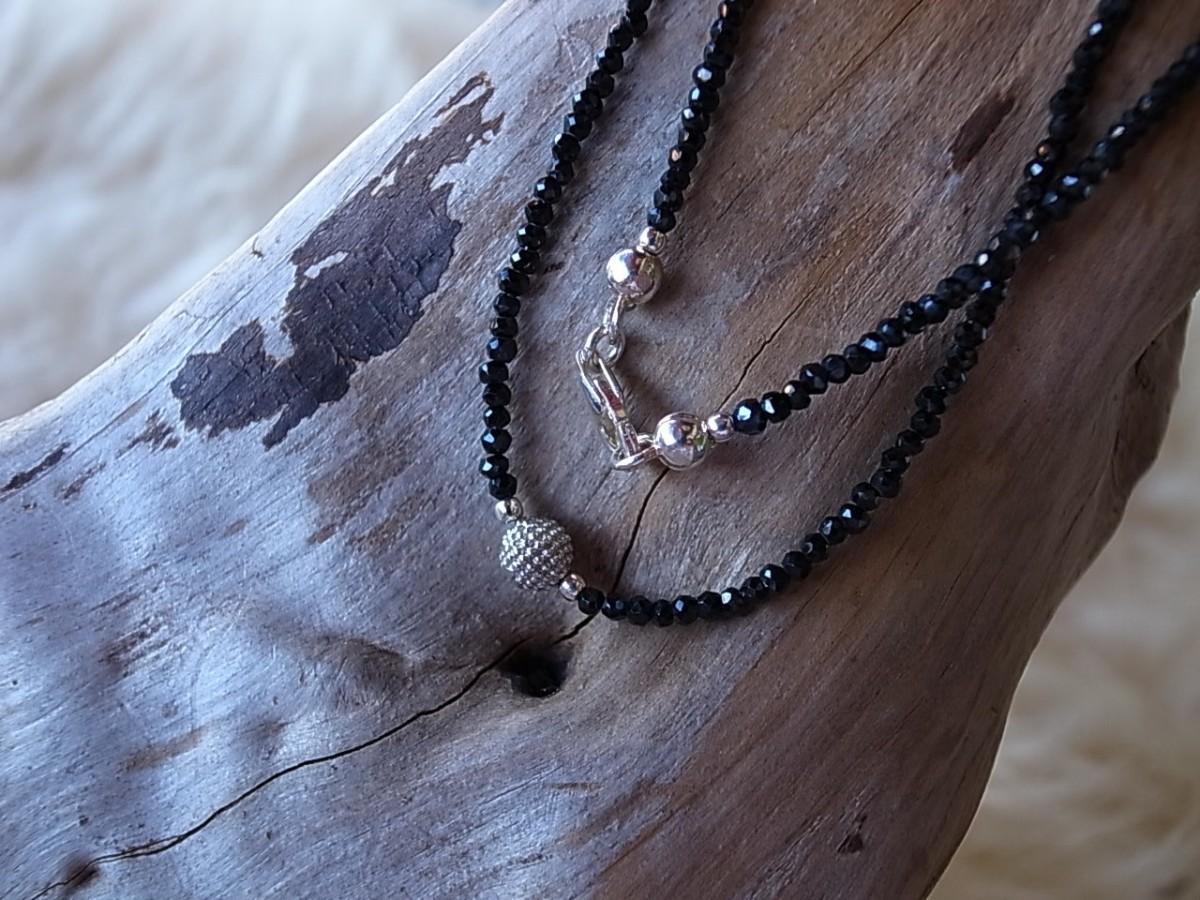Halskette schwarzer Granat 1mm mit Silberkugel, Länge 44cm, CHF 68.00