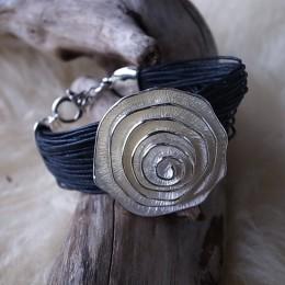 Armband mehrfach Leder schwarz Längenverstellbar mit Amulette CHF 28.00