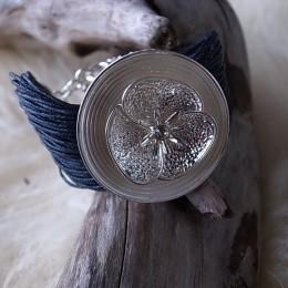 Armband mehrfach Leder schwarz Längenverstellbar mit Blumenamulette CHF 28.00